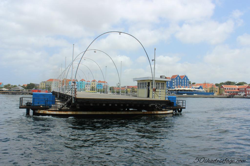 Opening Queen Emma Pontoon Bridge, Willemstad