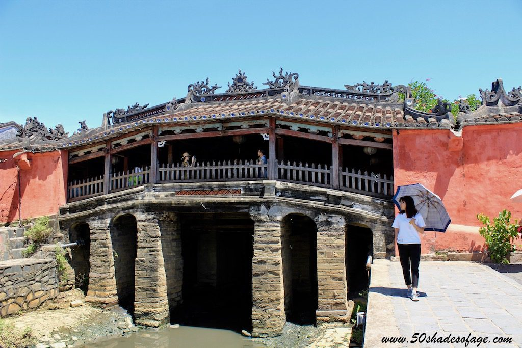 The bridge was constructed in the early 1600's by the Japanese community, roughly 40 years before they left the city to return to Japan under the strict policy of sakoku enforced by the Tokugawa Shogunate, and renovated in 1986. Today, it's the symbol of Hoi An.